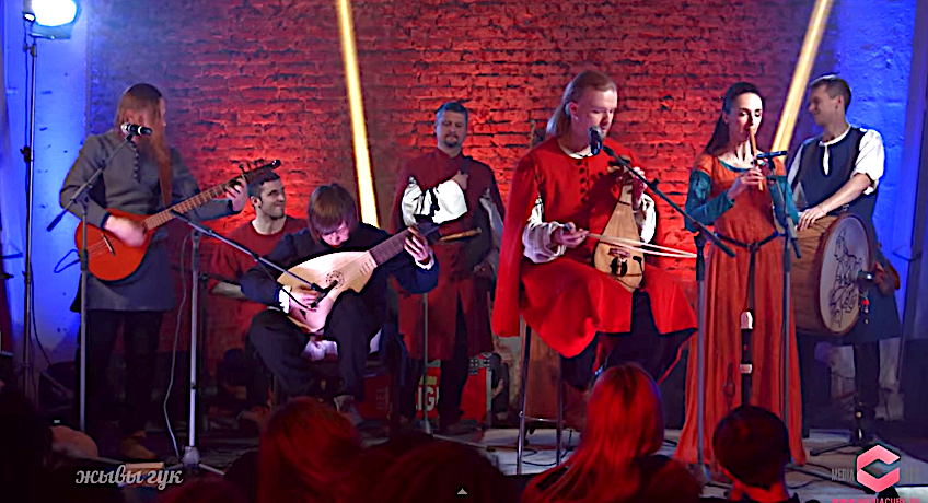 With Medieval Instruments, Band Performs Classic Songs by The Beatles, Red Hot Chili Peppers, Metallica & Deep Purple