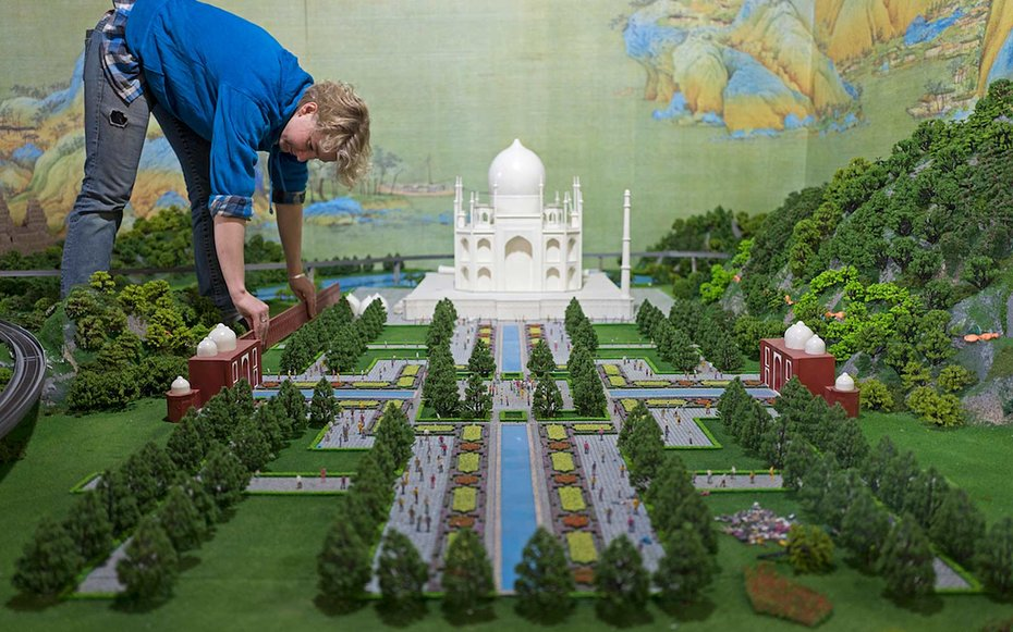 Take a 360 Degree Tour of Miniature Models of Famous Landmarks: From the Taj Mahal to The Great Wall of China