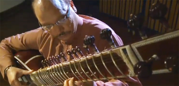 """Pakistani Musicians Play an Enchanting Version of Dave Brubeck's Jazz Classic, """"Take Five"""""""