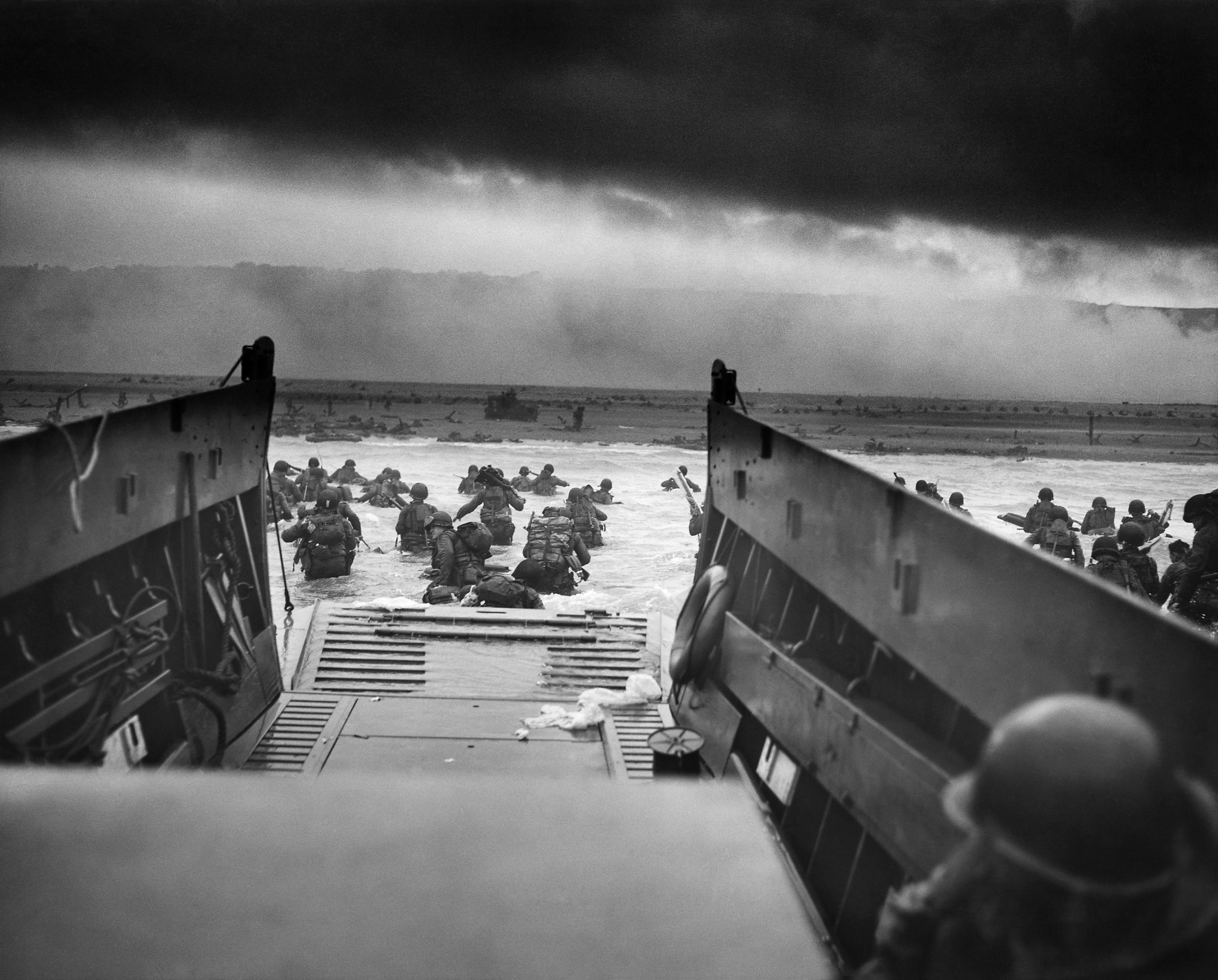 Photo Archive Lets You Download 4,300 High-Res Photographs of the Historic Normandy Invasion