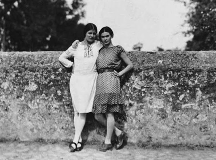 Rare Photos of Frida Kahlo, Age 13-23 Artes & contextos rare frida kahlo photographs 10