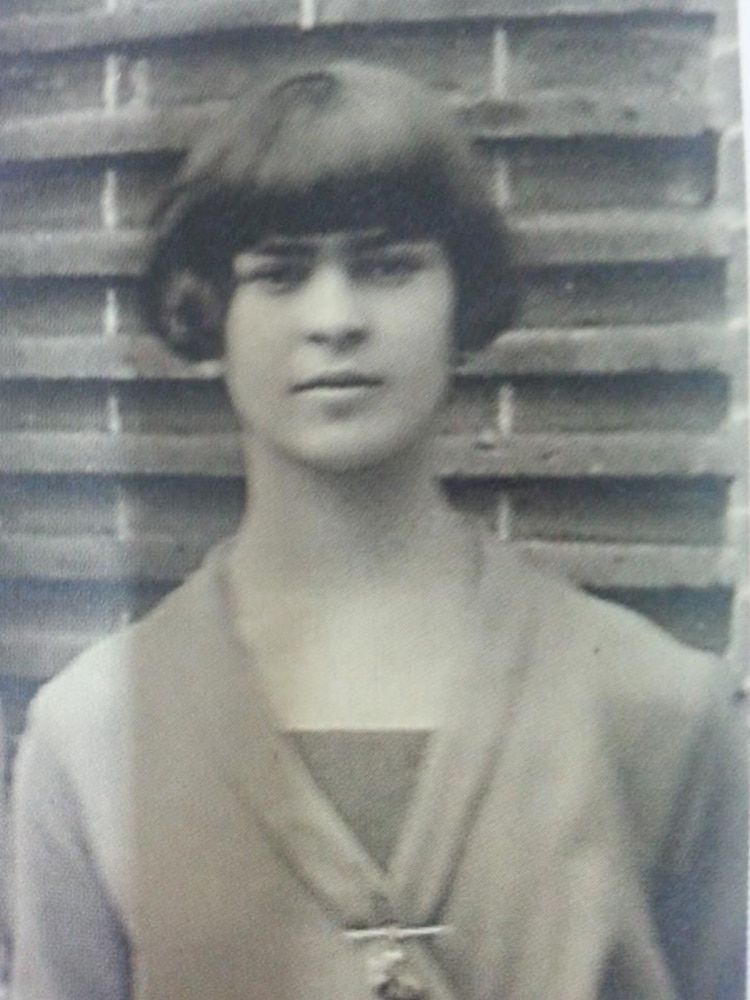 Rare Photos of Frida Kahlo, Age 13-23 Artes & contextos rare frida kahlo photographs 4