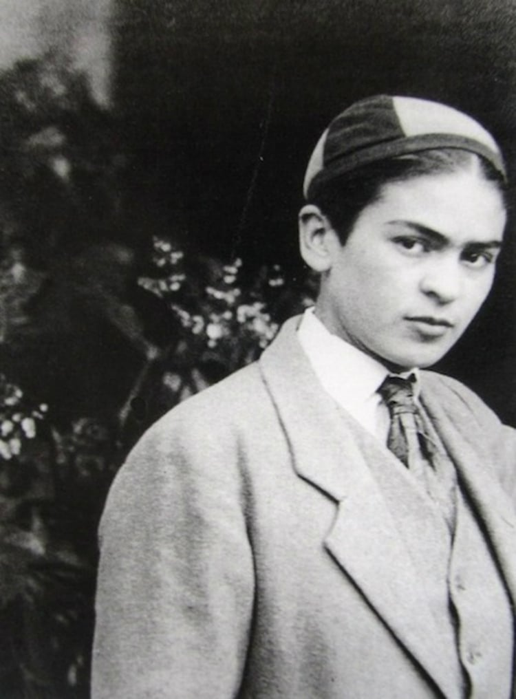Rare Photos of Frida Kahlo, Age 13-23 Artes & contextos rare frida kahlo photographs 9