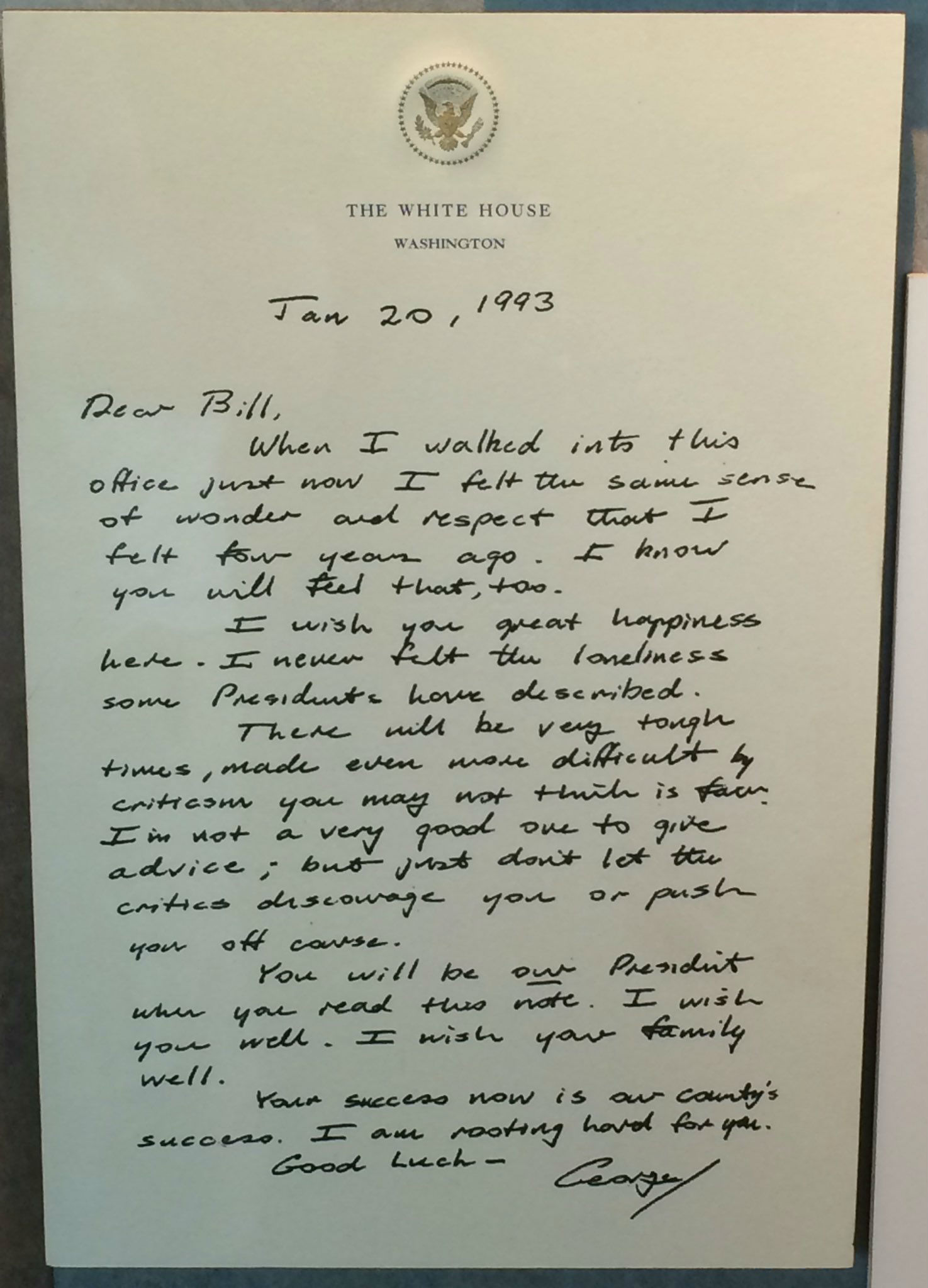 The Thoughtful Note That George H.W. Bush Left on Bill Clinton's