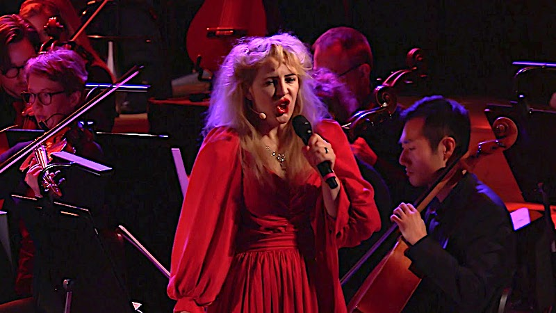 """Watch a Towering Orchestral Tribute to Kate Bush: A 40th Anniversary Celebration of Her First Single, """"Wuthering Heights"""""""