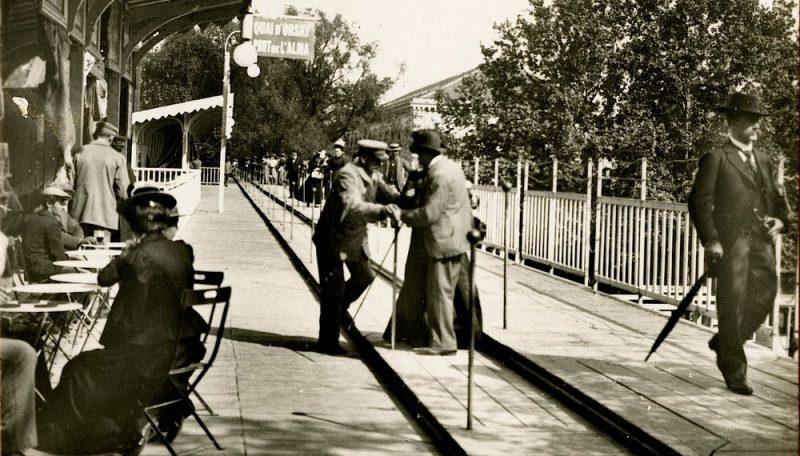 Paris Had a Moving Sidewalk in 1900, and a Thomas Edison Film Captured It in Action