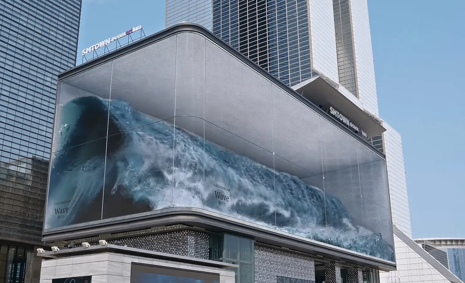 This Huge Crashing Wave in a Seoul Aquarium Is Actually a Gigantic Optical Illusion