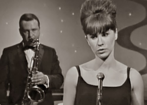 """Why """"The Girl from Ipanema""""' Is a Richer & Weirder Song Than You Ever Realized"""