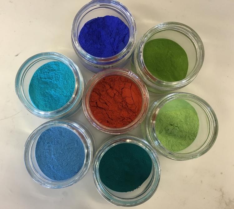 O Azul YInMn, o primeiro tom de azul descoberto desde há 200 anos Artes & contextos new colors
