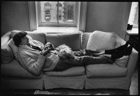 El escritor Kurt Vonnegut con su perro Pumpkin