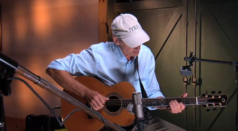 James Taylor Gives Free Acoustic Guitar Lessons Online | Open Culture