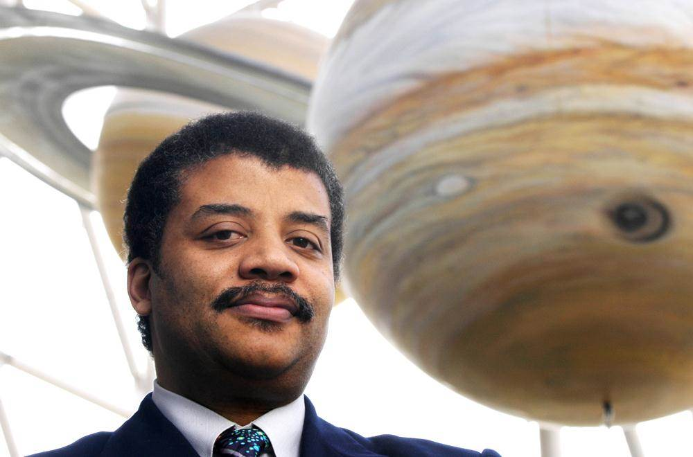 Neil deGrasse Tyson Lists 8 (Free) Books Every Intelligent