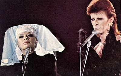 David bowie sings 39 i got you babe 39 with marianne faithfull for 1980 floor show david bowie