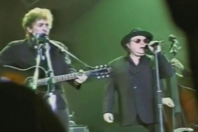 Bob Dylan and Van Morrison Sing 'Knockin' on Heaven's Door,' 1998