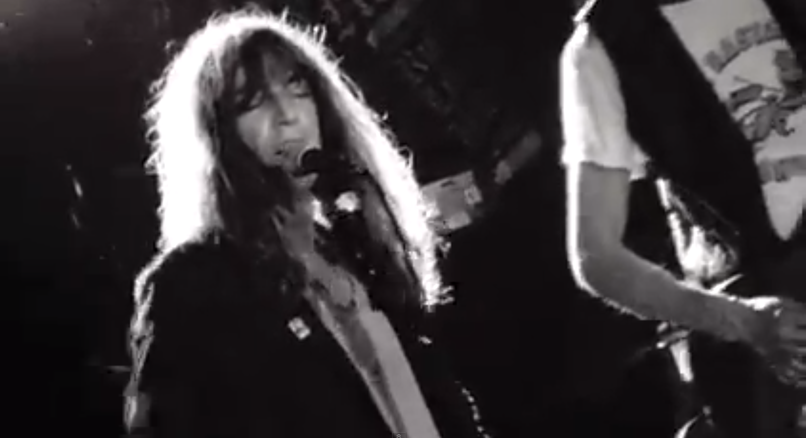 Patti Smith Plays Songs by The Ramones, Rolling Stones, Lou Reed & More on CBGB's Closing Night (2006)