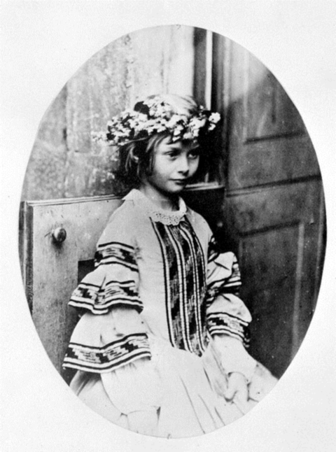 Liddell,_Alice_P._-_'The_Queen_of_May'_(Lewis_Carroll,_05_or_06.1860)