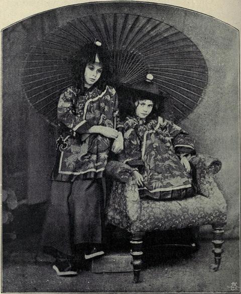 Lorina_and_Alice_Liddell.Chinamen