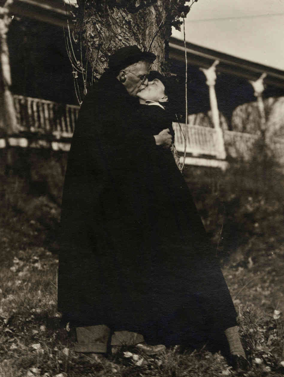 essay his note photography selected stieglitz Alfred stieglitz's significance lies as much in his work as a modernist exhibition organizer stieglitz on photography: his selected essays and notes by richard.