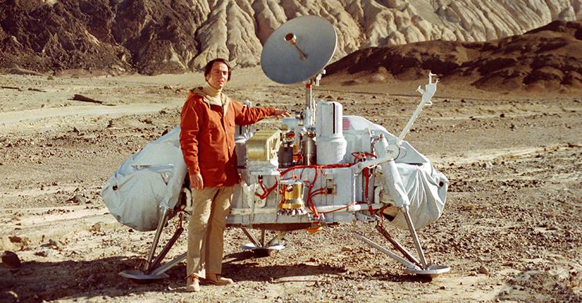 """Carl Sagan Presents His """"Baloney Detection Kit"""": 8 Tools for Skeptical Thinking"""