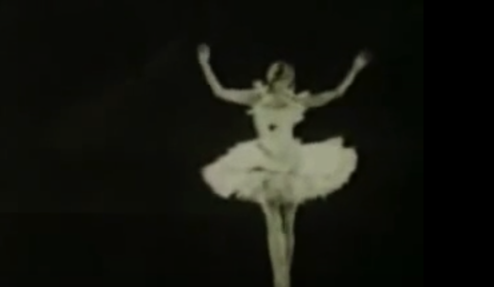 """Watch the Celebrated Ballerina Anna Pavlova Perform """"The Dying Swan"""" (1925)"""
